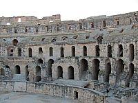 Тунис. Римский амфитеатр в городе Эль-Джем