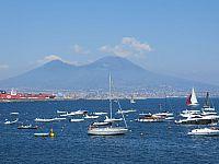 Везувий на фоне Неаполитанского залива
